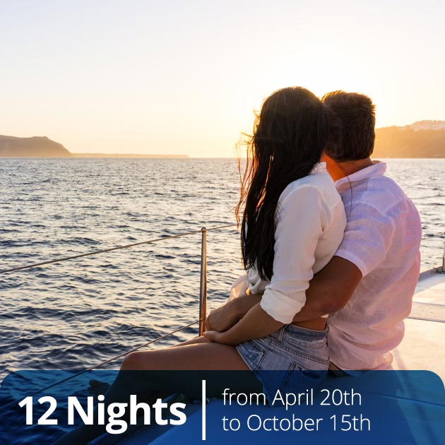 Couple on a Private Yacht - Honeymoon Special Expriences, Travelive