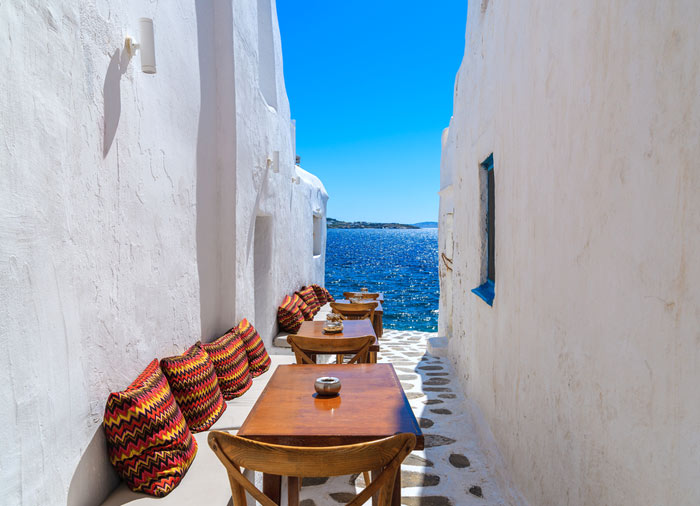 Alleys of Mykonos – Mykonos honeymoon exploration with Travelive, luxury travel agency