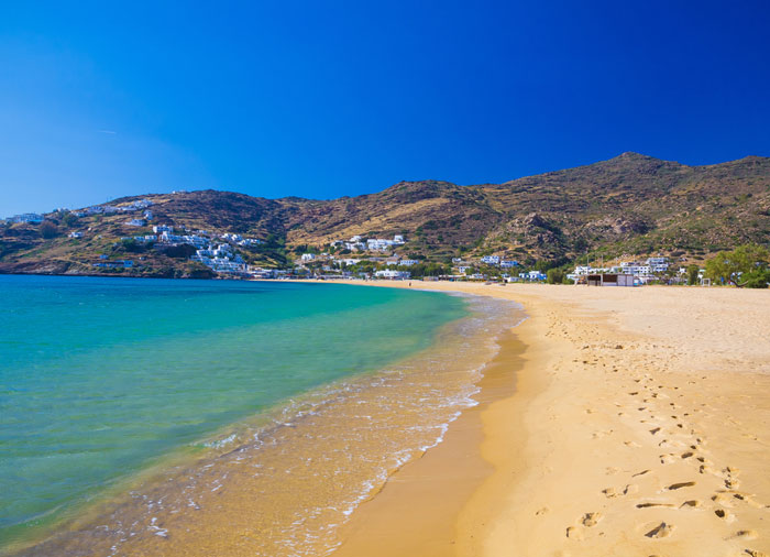 Mylopotas Beach – Ios tour with Travelive, luxury travel agency, Greek islands honeymoon
