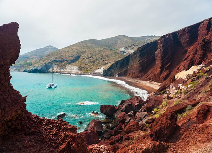 Red Beach – Santorini island, Greek islands honeymoon, Travelive