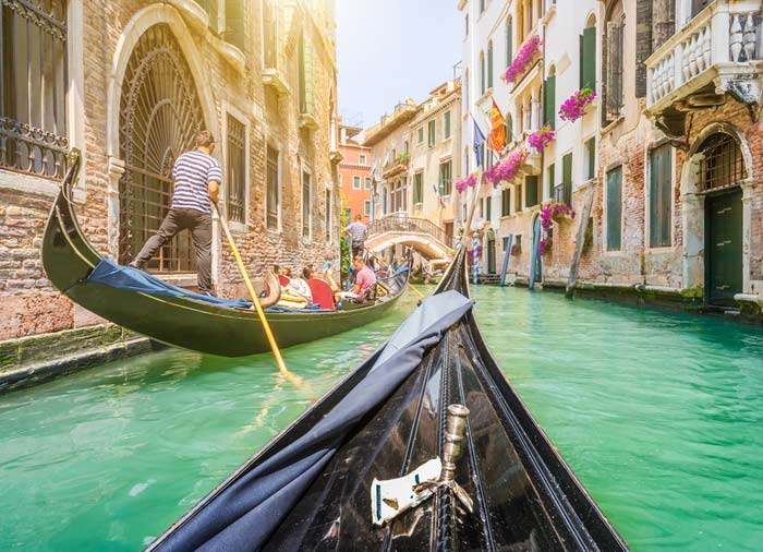 Gondola – Venice Canal, Venice honeymoon tours, Romantic packages by Travelive